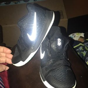 Toddler Kyrie Irving Nike Shoes Size 9